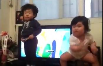 niños coreanos bailan