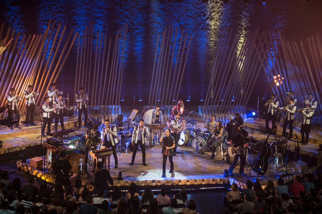Kinky MTV Unplugged con Los Recoditos