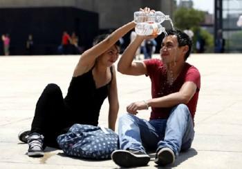 carlo refrescante agua