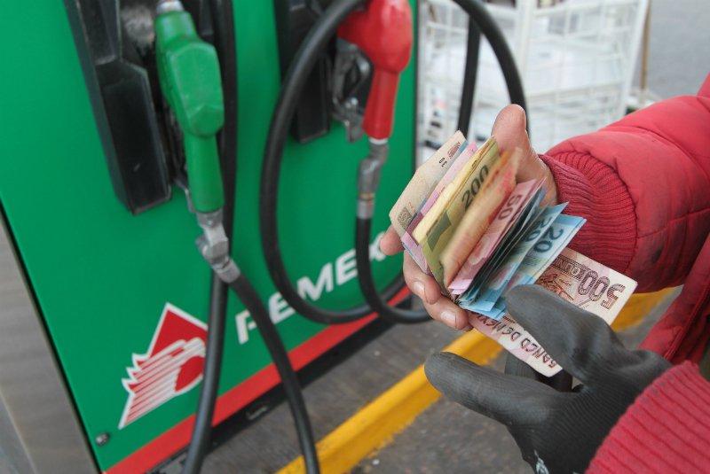 gasolina dinero estación