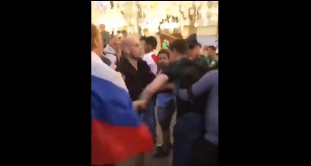 """#Video Héroe Mexicano Grita """"Tranquilovsky"""" Y Detiene La Pelea Entre Rusos"""