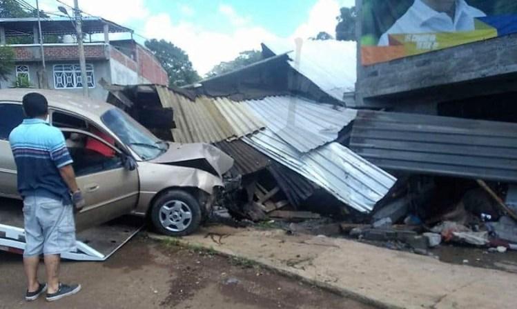accidente auto Tacámbaro lesionados casa