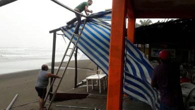Photo of Cierran Puerto De Lázaro Cárdenas A Embarcaciones Pesqueras Por Tormenta Tropical
