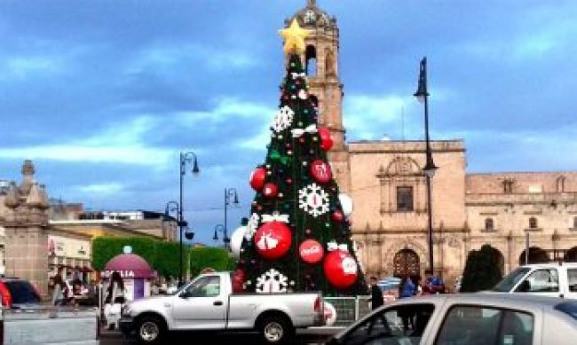 árbol coca cola navideño Morelia