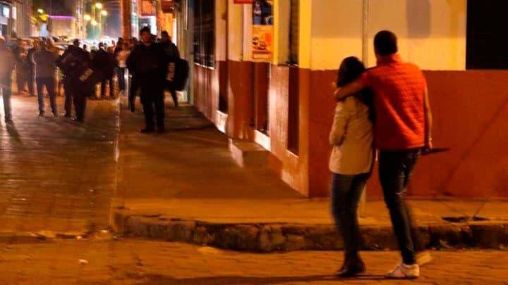 #Video Apuñaló Hasta La Muerte A Su Pareja Embaraza Frente A Policías