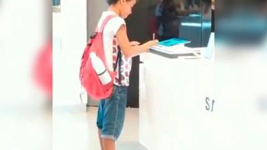 Photo of #Video Niño Usa Tablet En Exhibición Para Terminar Su Tarea