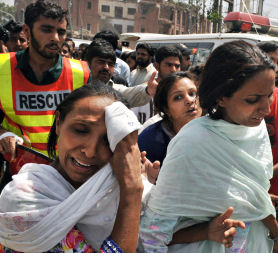 Pakistani women react to the bomb blast (credit:Getty Images)