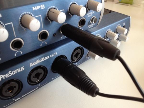 Sowohl bei der Presonus AudioBox 44VSL als auch beim mit Kopfhörerverstärker Presonus HP4 liegen die Buchsen praktischerweise vorne.