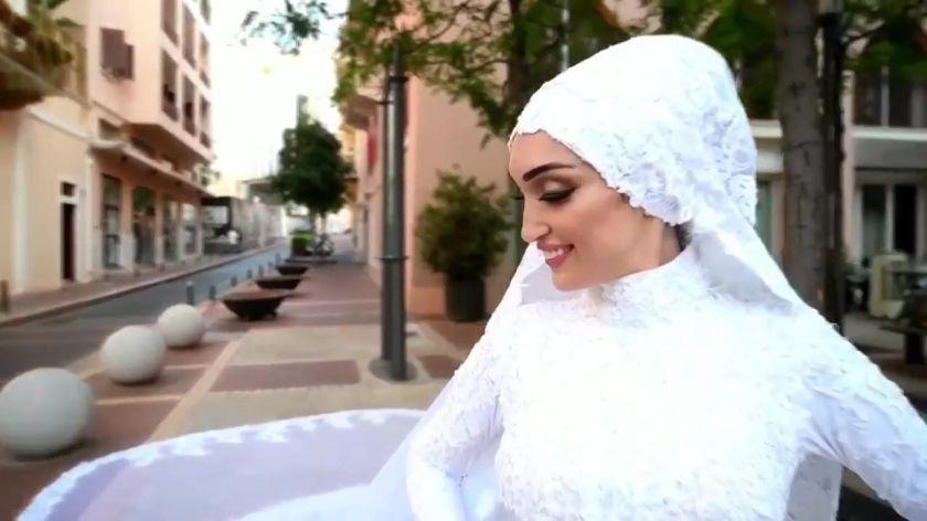 (VIDÉO) Beyrouth : Une mariée surprise par l'explosion en pleine séance de photo - ChannelNews