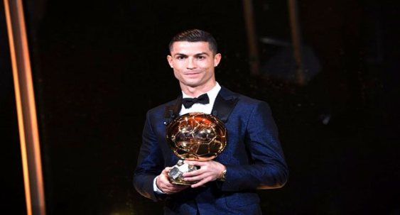 UPDATED: C.Ronaldo Host Messi After 2017 Ballon d'Or wins