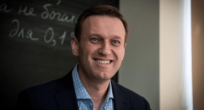 In this file photo taken on January 16, 2018 Russian opposition leader Alexei Navalny smiles during an interview with AFP at the office of his Anti-corruption Foundation (FBK) in Moscow. Mladen ANTONOV / AFP