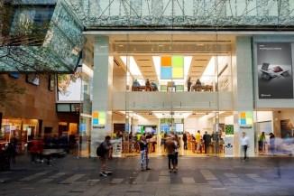 Microsoft cambia linea e chiude tutti gli store fisici