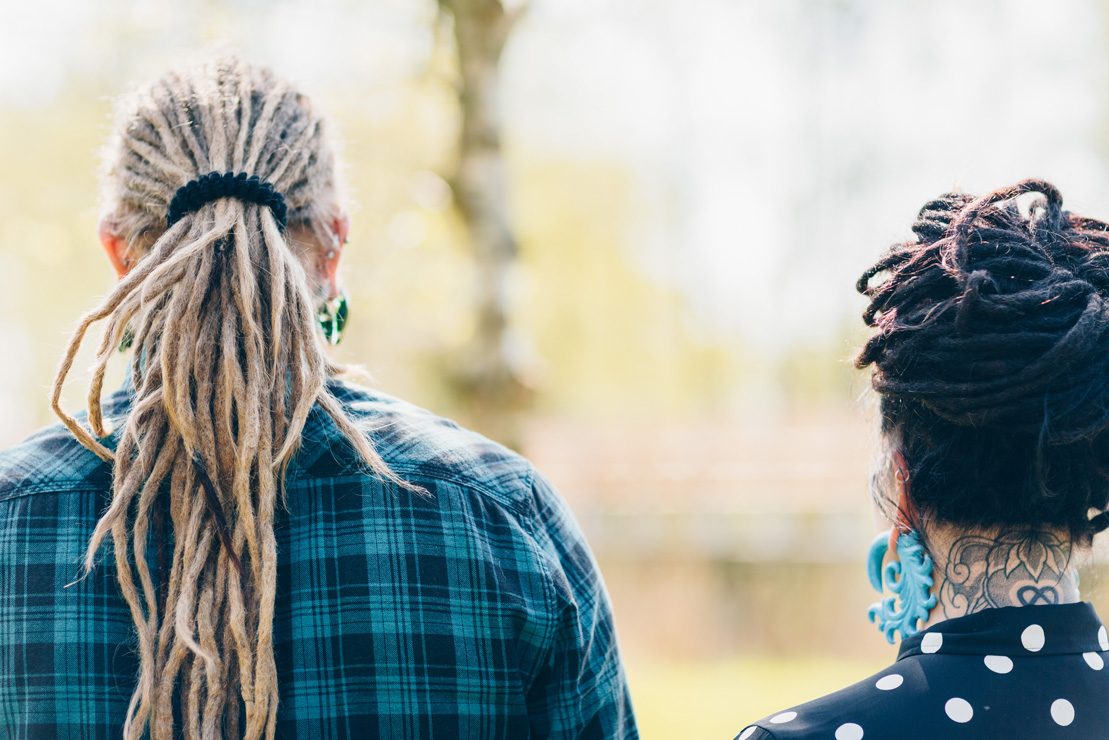 Alternatief, koppel, dreadlocks, fotoshoot, loveshoot, fotograaf, stoere fotoshoot, tattoo, piercings, Chantal Tak Fotografie, Amsterdamse bos, amsterdam, trouwfotograaf, rockchick, rockers,