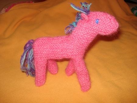 Poney Waldorf au tricot