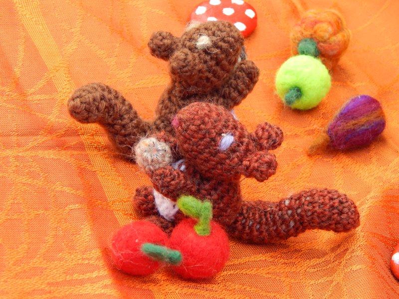 Chant des Fées vous souhaite un joyeux automne avec le tutoriel de l\'écureuil au crochet !