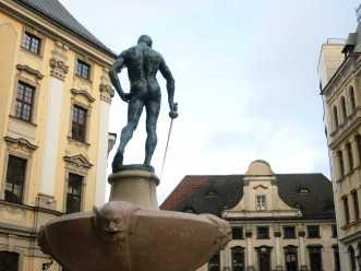 Wer ihn von vorn sehen will, muss nach Breslau fahren ;)