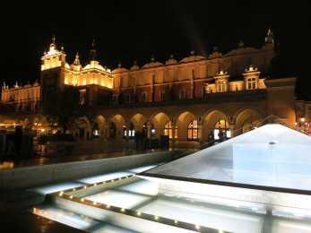 Unter den Tuchhallen gibt's ein tolles Museum zur Geschichte Krakaus.