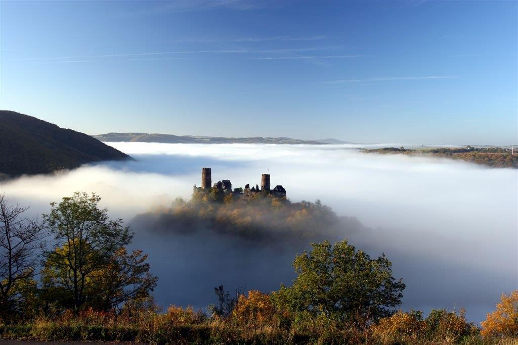 Thurant im Nebel - Traumpfad (by: W. Meurer)