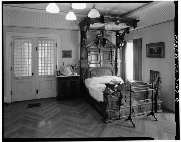 SARAH_WINCHESTER'S_BEDROOM,_SECOND_FLOOR_-_Winchester_House,_525_South_Winchester_Boulevard,_San_Jose,_Santa_Clara_County,_CA_HABS_CAL,43-SANJOS,9-9.tif