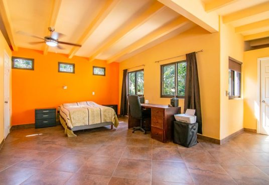 Home For Sale in La Floresta