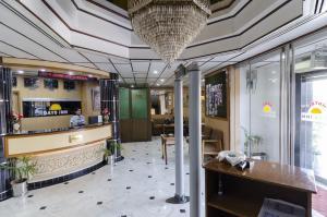 7 - Days Inn Hotel: No Need to Break the Bank