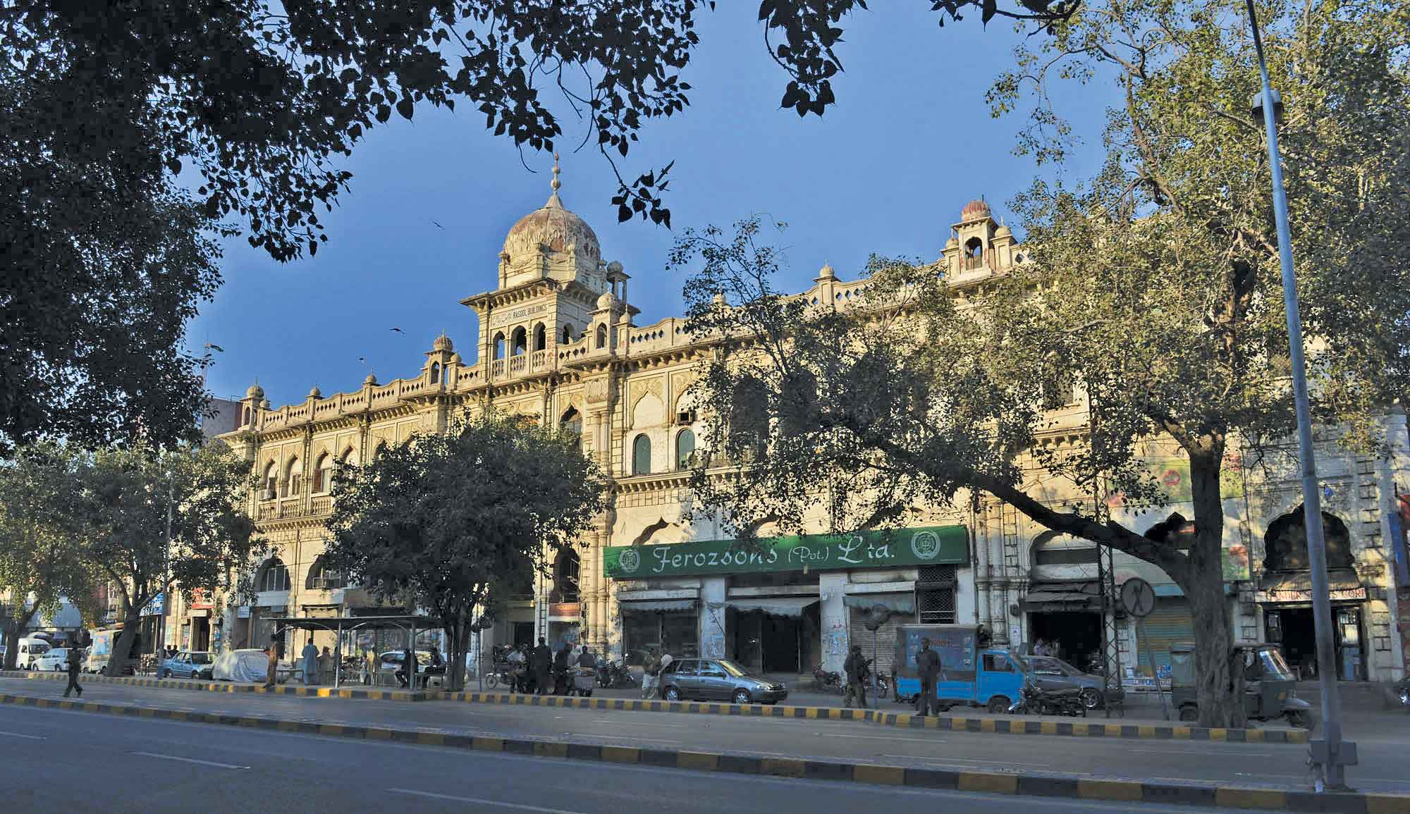 feat - A Historical Walk-Through: Lahore Guide