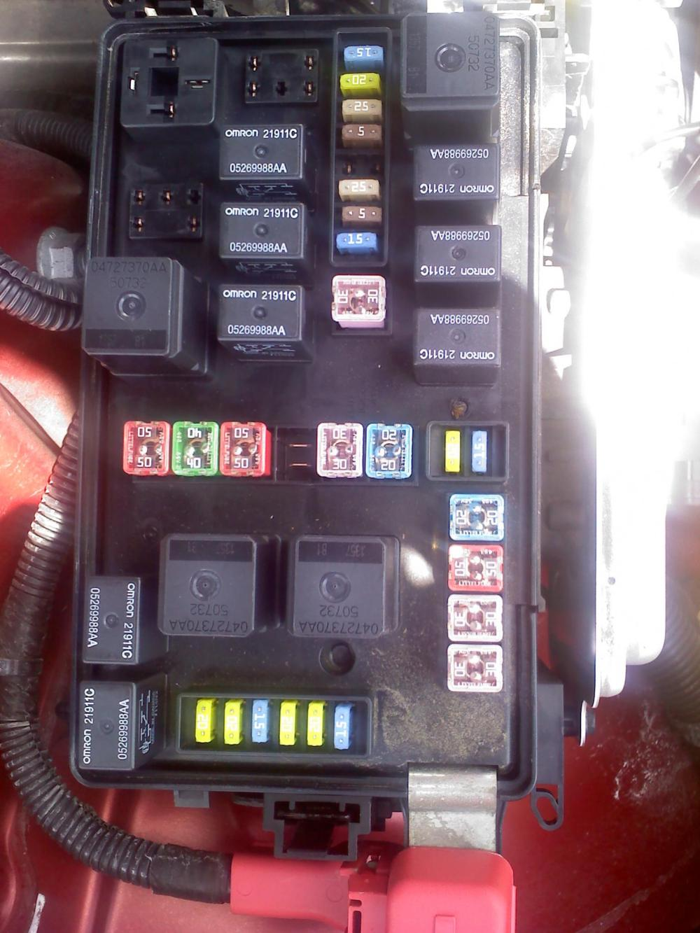 medium resolution of please look at my fusebox 2007 2 7 dodge charger 2007 charger fuse box diagram 2007 charger fuse box