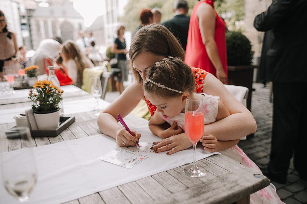 Hochzeitsreportage-Aachen-Hochzeitsfotograf-Aachen-Weisser_Saal-Eskapaden-Houda_Martin0073