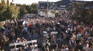 Labor Day Prayer Event Turns Into 'Worship Protest' After Seattle Barricades Worshipers Out of Meeting Place