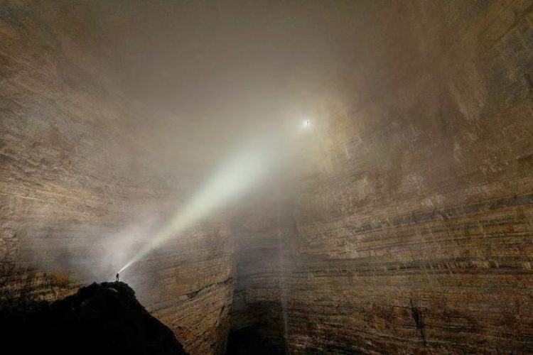 Cave Er Wang Dong province in China Chongqing. Researchers stumbled upon a cave so huge that within it has its own weather system - thin clouds and mists eternal.
