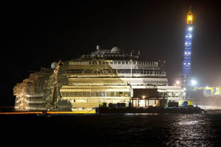 Lifting the cruise ship Costa Concordia