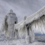 Astonishing Images of Frozen Lighthouse on Lake Michigan