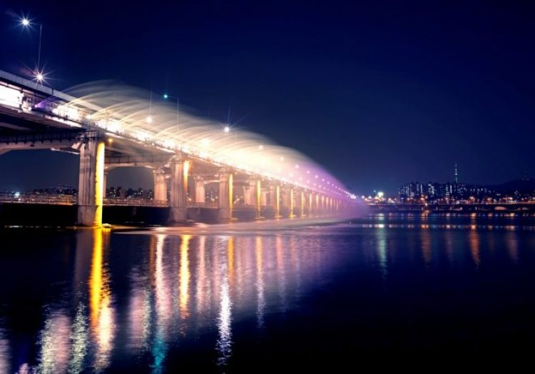 Charismatic Planet Moonlight Rainbow Bridge In Seoul Korea4