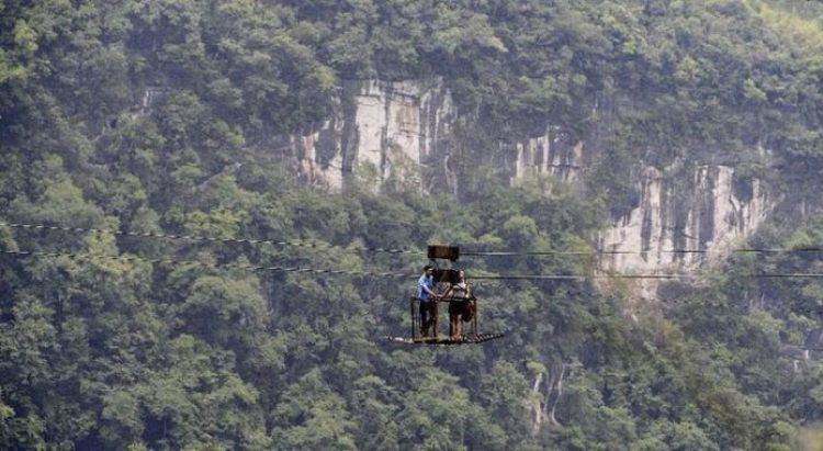 China Village is connected with Outside World by Dangerous Ropeway1