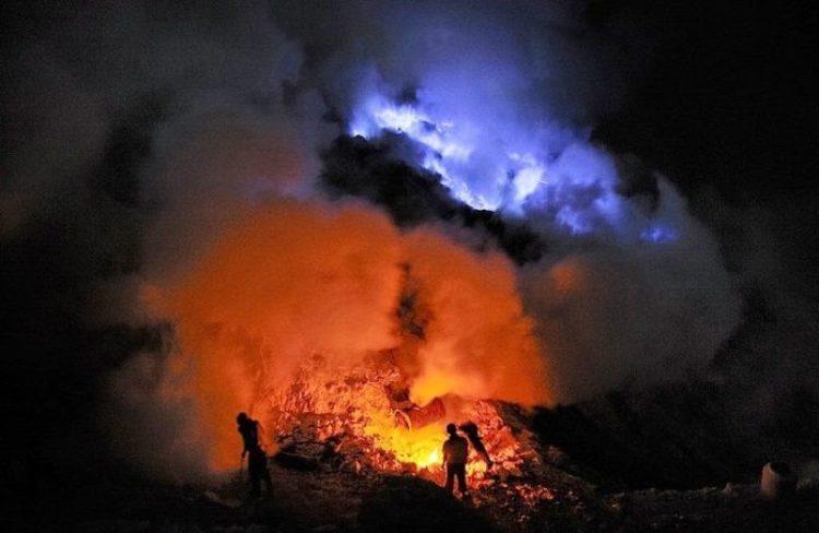 Kawah Ijen, The Volcano That Spews Blue Flames12