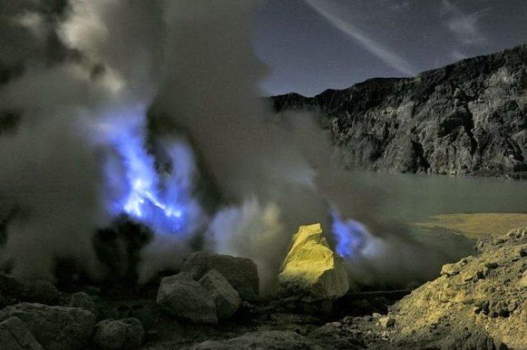 Kawah Ijen, The Volcano That Spews Blue Flames8