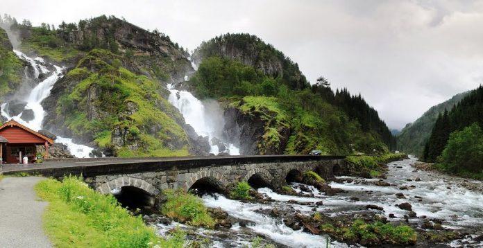 Falling Water Hd Wallpaper Latefossen Waterfall Near Odda Hordaland Norway