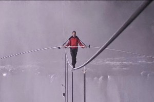 Daredevil Nik Wallenda Conquers his Most Challenging Chicago Skyline