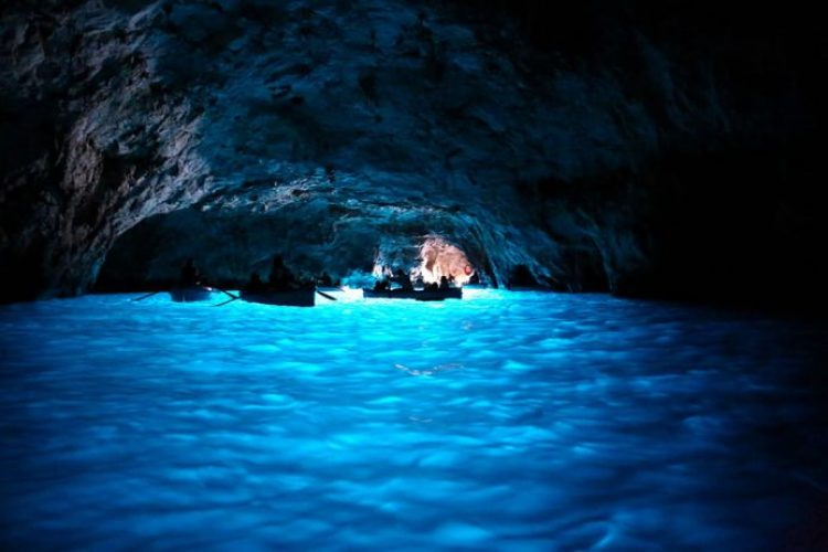 Boats-in-the-Blue-Grotto
