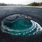 Ivanhoe Reservoir Covered With 400,000 Black Polyethylene Balls