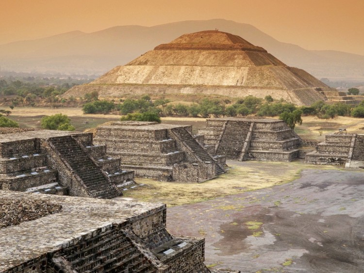 ca. 500, Teotihuacan, Mexico --- View of Pyramid of the Sun at Teotihuacan --- Image by © Free Agents Limited/CORBIS