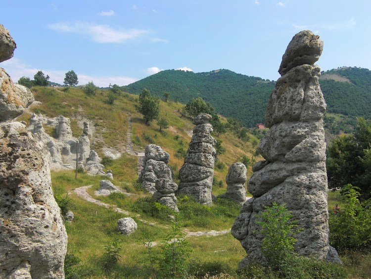 . There's a stone town area comprising of more than 120 naturally formed stone pillars located in the village of Kuklica about 8 km northwest of Kratovo.