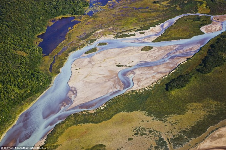 Another Alaskan wonder is the Katmai Peninsula which looks like a vibrant painting when surrounded by the lush green landscape