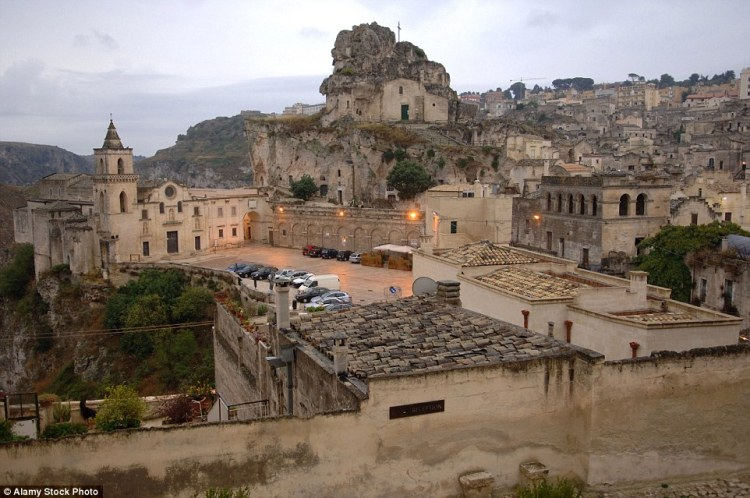 The first human settlements in the territory of Matera took advantage of the region's many natural caves that define the rocky landscape.