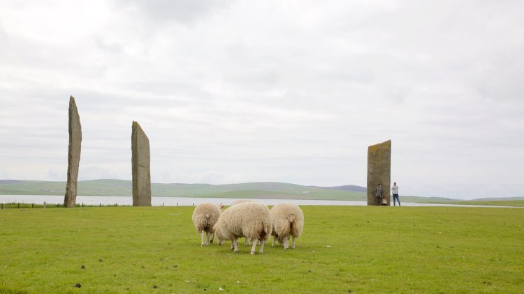An 18th century antiquary, Dr. Robert Henry, describe the site was used once for the Temple of the Moon, and the Ring of Brodgar as the Temple of the Sun.