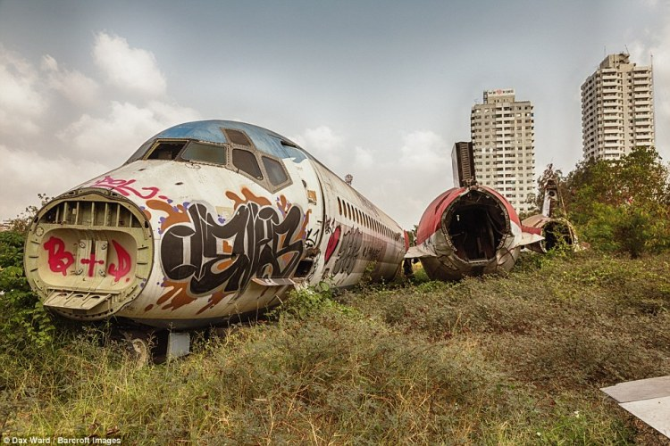 These images capture the corpses of two abandoned areoplanes, left by a cash-strapped investor in Thailand to rot away