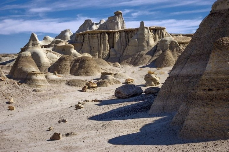 Though, it overlies the Fruitland Formation, and is exposed on the eastern side of the badlands.