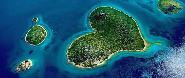 The island's unusual shape was first recorded in the early 19th century by Napoleon's cartographer Charles-François Beautemps-Beaupré.