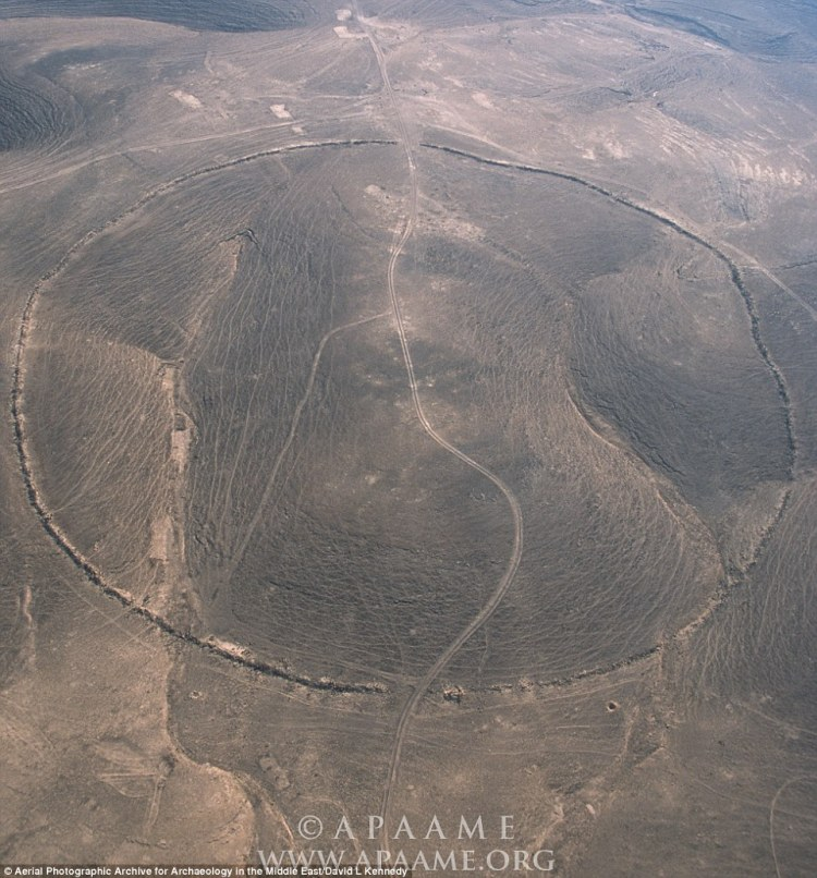 Known as Sirat Umm el-Hayan, this circle is located 3 miles (5km) west of the Hedjaz Railway. It features a wall built from local field stone