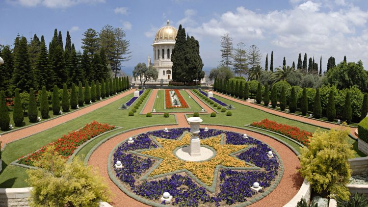 Furthermore, the gardens have elements of the Persian paradise gardens